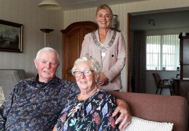 """Foto bij het artikel: """"Siebe en Wies Bokma zijn al 65 jaar een echtpaar"""""""