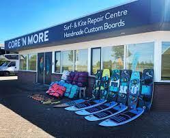 """Afbeelding van """"Core en More Surfshop en Kite reparatie"""""""